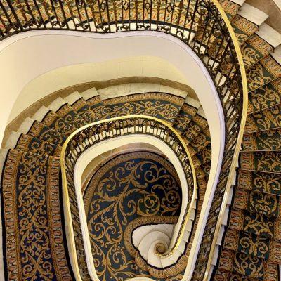Escalera principal Edificio Metrópolis