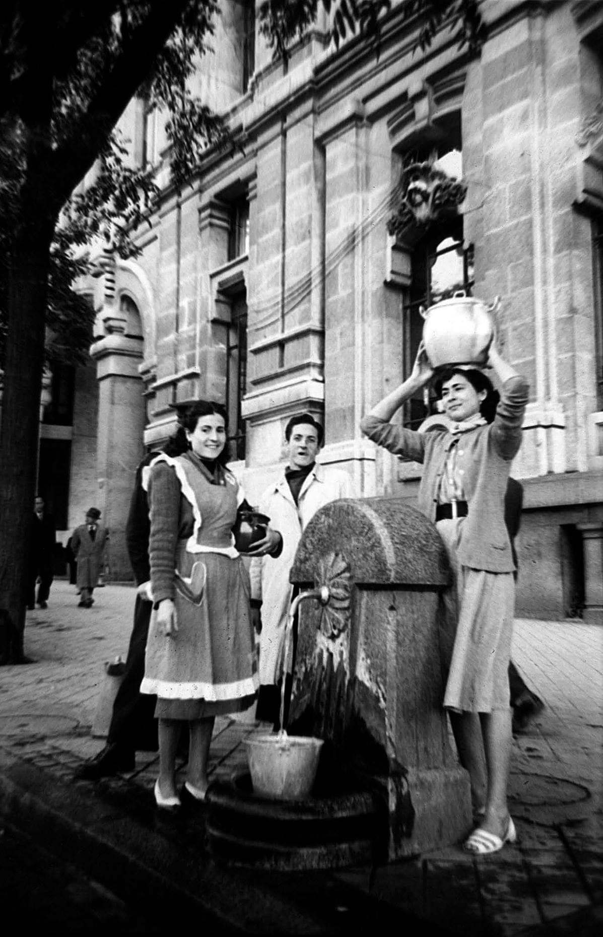 Fuente en la calle Alcalá Madrid