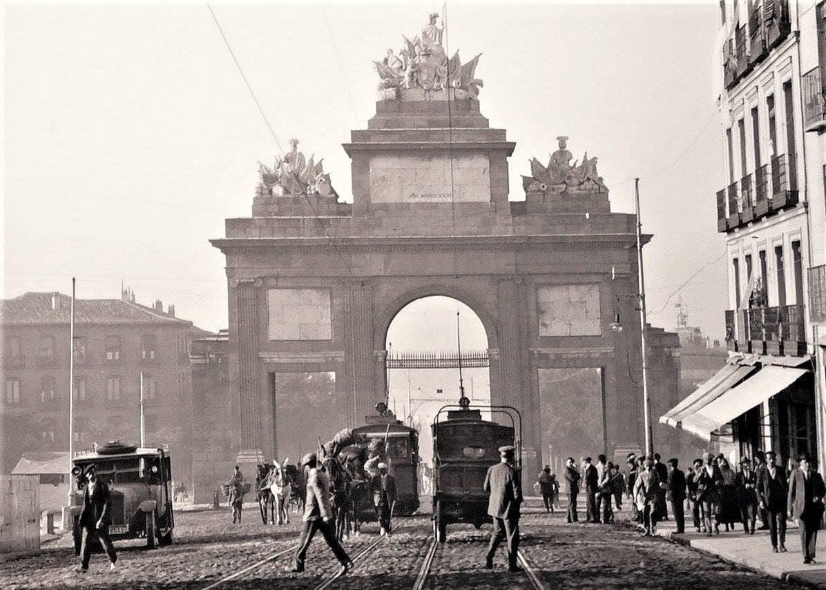 Puerta de Toledo Madrid 1930