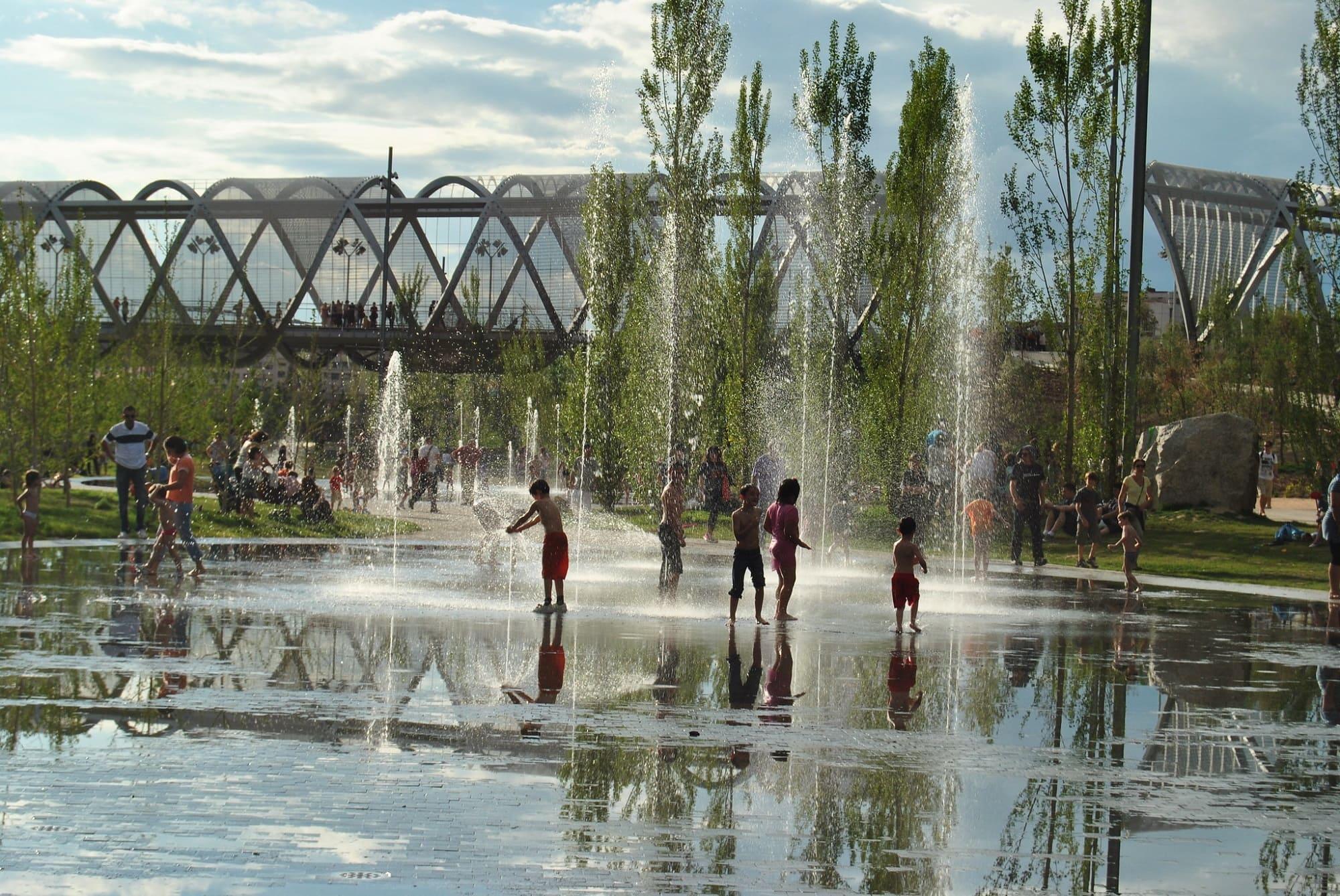 Los chorros de Madrid Río. Una playa urbana en el centro de la ciudad